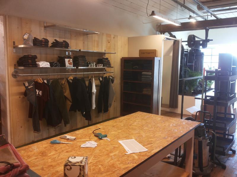 Arredamento Negozi In Legno : Negozio abbigliamento arredamento legno rustico 7 falegnameria curioni