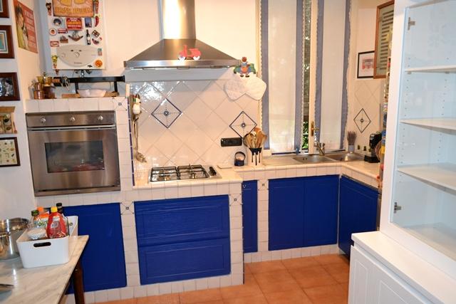 Cucina in muratura - ante laccate - Falegnameria Curioni